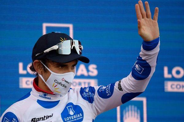 Guillaume Martin avec le maillot à pois de meilleur grimpeur.