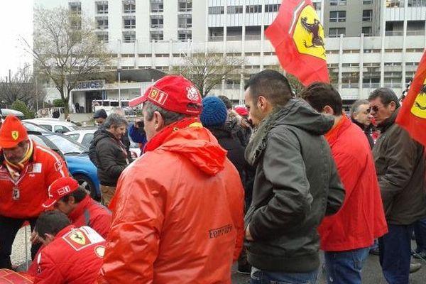 Les fans de Schumacher devant le CHU
