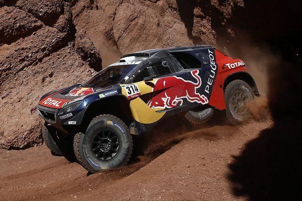La Peugeot de Sebastien Loeb et Daniel Elena sur le Dakar 2016.