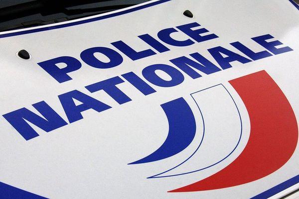 Un homme est mort d'un arrêt cardiaque après avoir reçu des coups de taser par la police
