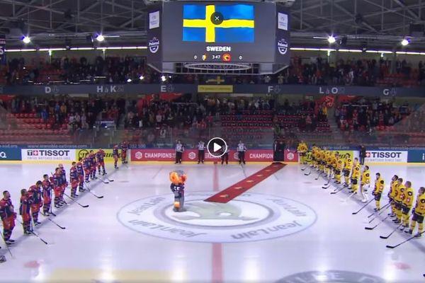 Grand moment de gêne mardi 8 octobre 2019 quand l'hymne suédois a retenti par erreur lors du match entre les Brûleurs de loups et le SC Berne.