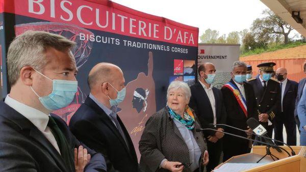 Jacqueline Gourault, ministre de la Cohésion des territoires, lors de la visite de la biscuiterie d'Afa, mardi 27 avril.