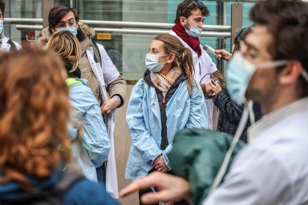 Un précédent rassemblement d'internes en médecine devant le ministère de la Santé et des Solidarités, en décembre 2020 à Paris.