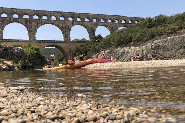 Le pont du Gard accueille des milliers de touristes chaque année.