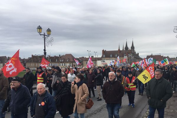A Moulins, les manifestants sont 1300 selon les syndicats et 1000 selon la police.