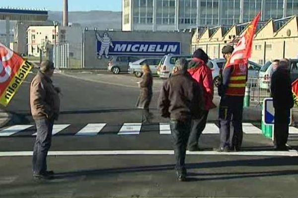 Clermont-Ferrand : Journée d'action chez Michelin le 11 décembre 2013. Les salariés réclament 350 euros nets d'augmentation par mois.