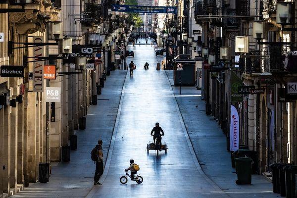 Samedi 4 avril 2020 en plein confinement, la ville quasi déserte est redevenue la Belle Endormie Rue Sainte Catherine à Bordeaux