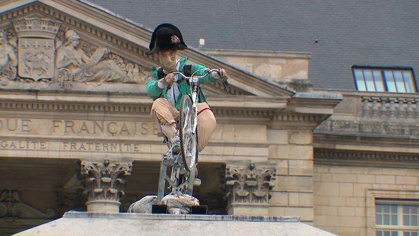 19 septembre 2021-  la statue de Napoléon du plasticien Mieszko Bavencoffe devant l'hôtel de ville de Rouen