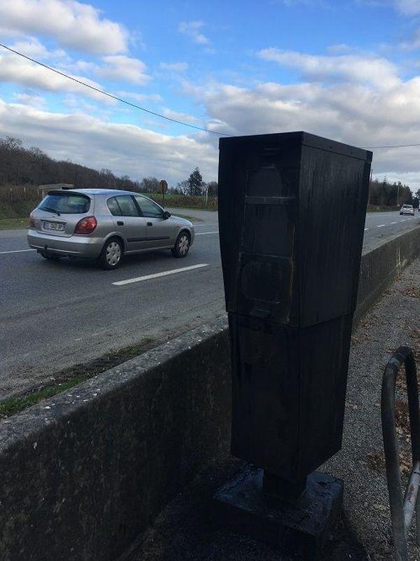 Le radar incendié à Bourg-des-Comptes