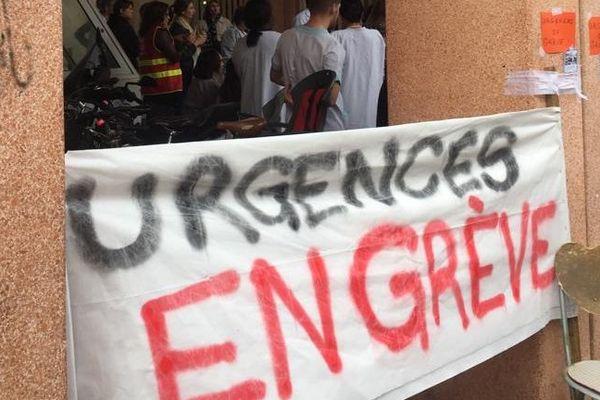 Depuis 30 jours, le personnel des urgences Ducuing est en grève.