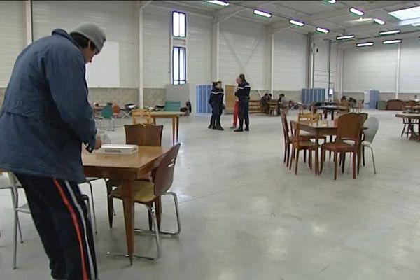 Le centre d'accueil avait été installé dans un hangar logistique