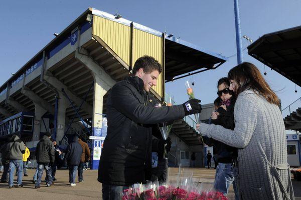Pour certains la Saint-Valentin se passe au stade...