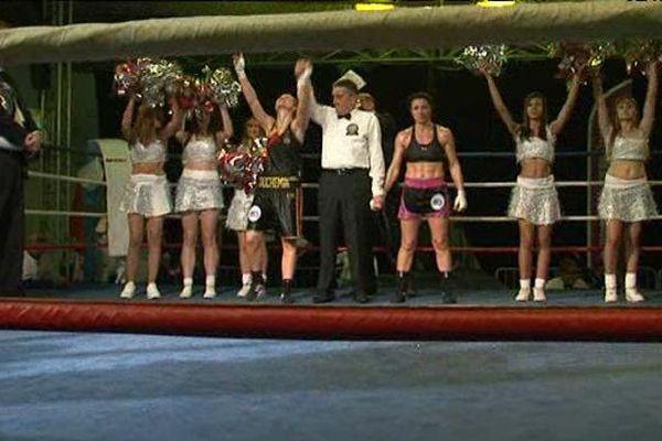 La boxeuse catalane Angelique Duchemin, sacrée championne d'Europe catégorie Super plume sur le ring, vendredi soir à Perpignan
