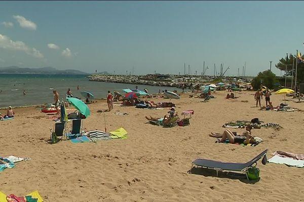 Les plages de Saint Aygulf (Var) ne sont pas bondées, contrairement aux autres années