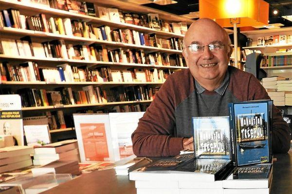 """Bernard Larhant est l'un des auteurs du collectif """"L'assassin habite dans le 29"""""""