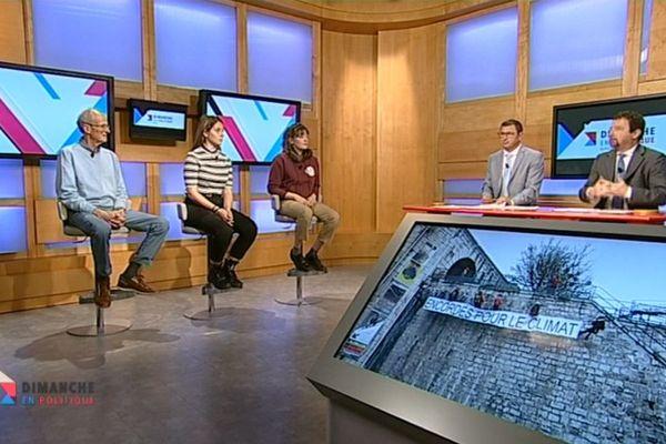 Renato Willien et Fabrice Liégard reçoivent 2 jeunes lycéennes, Chiara Battisti et Valentine Sbriglio ainsi qu'Eric Lasserre, habitant de Chamonix