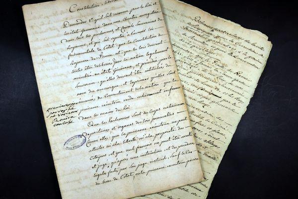 Illustration de cahiers de doléances qui datent de la Révolution française.