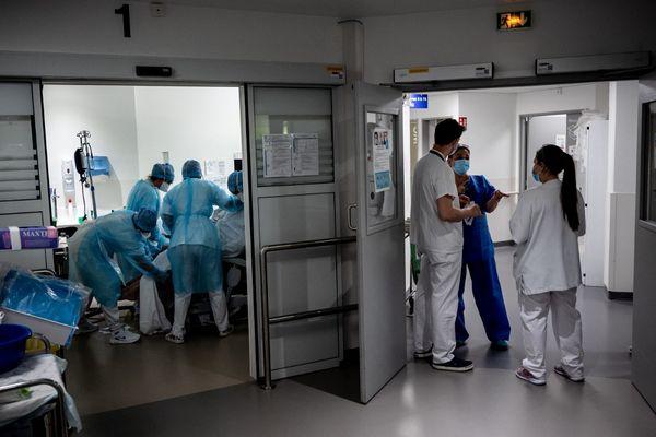 Dans son dernier bilan quotidien, l'ARS indique que 93 patients sont toujours hospitalisés en raison d'une infection au Covid19. Deux nouveaux décès ont été enregistrés ces dernières 24 heures.