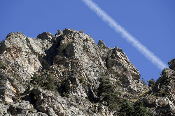 Les secouristes recommandent de ne pas partir seul en randonnée et d'avertir ses proches, la géolocalisation n'est pas possible partout.