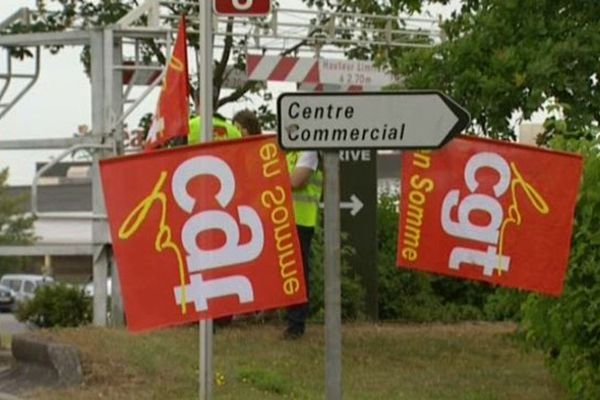 Les salariés du supermarché Géant à Glisy (80) manifestent leur ras-le-bol face à des conditions de travail qui se détériorent.