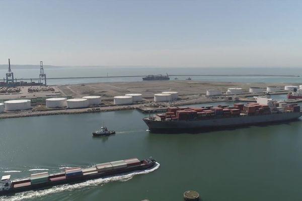 Conteneurs dans le port du Havre - Archives