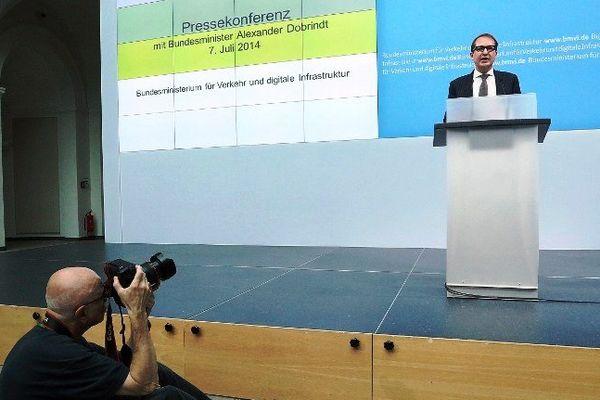 Le ministre allemand des Transports Alexander Dobrindt lors de sa conférence de presse à Berlin lundi 7 juillet 2014.