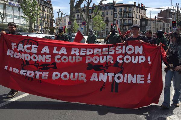 Manifestation pour demander la libération du militant de Nuit Debout arrêté lors du conseil municipal de Clermont-Ferrand du 30 avril 2016.
