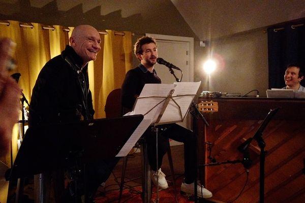 Renan Luce reçoit Gaëtan Roussel dans son studio près de Morlaix pour un live intime