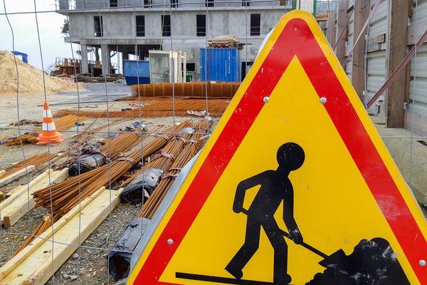 Nombre de chantiers sont à l'arrêt, en Corse comme partout en France, ce vendredi.