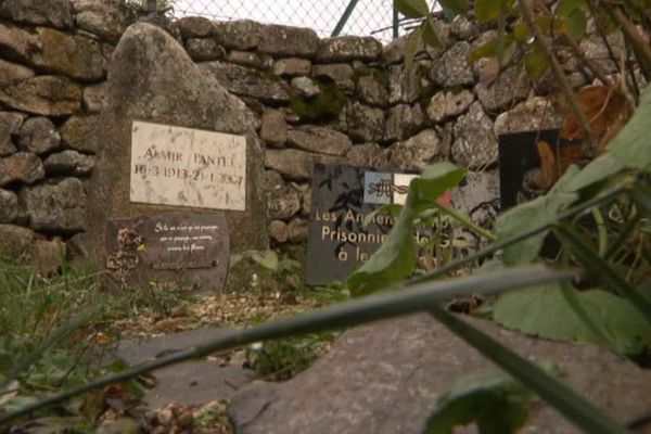 Cévennes - Dans la tradition protestante, les morts sont enterrés à proximité des maisons - 01.11.19