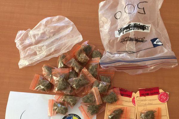 saisie de 26 pochons d'herbe de cannabis