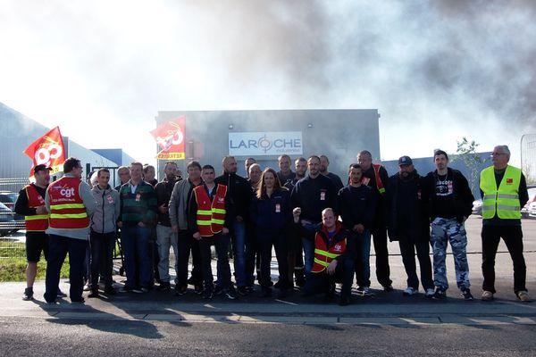 Dès 9h, les salariés de Laroche Industries et de Stelia Aerospace se sont rassemblés sur le site de Méaulte, près d'Albert