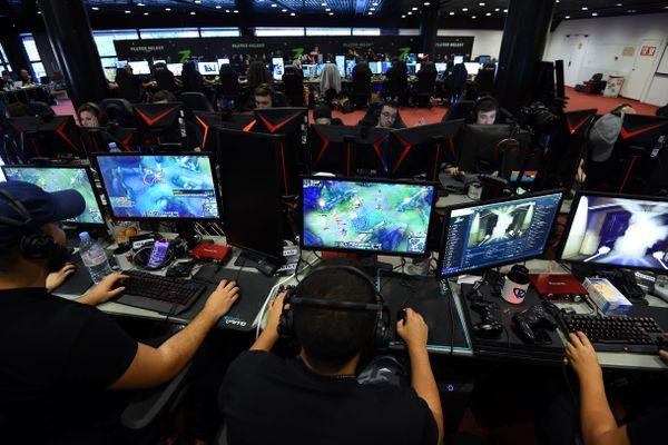 Montpellier - ZEvent en faveur d'Amnesty international, 50 heures caritatives de streamings et de jeu vidéo - 2019.
