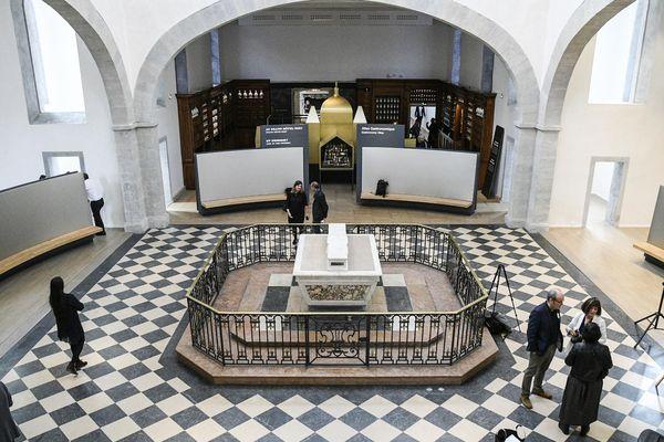 La Cité Internationale de la Gastronomie de Lyon dévoile une partie encore méconnue de l'Hôtel Dieu rénové, notamment cet autel original préservé, sous le Dôme des Quatre-rangs, dans la partie la plus ancienne de l'édifice .