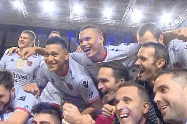 05/12/14 - La joie du GFCA Volley après avoir dominé l'Arkas Izmir en match aller des 8e de finale de la Coupe d'Europe
