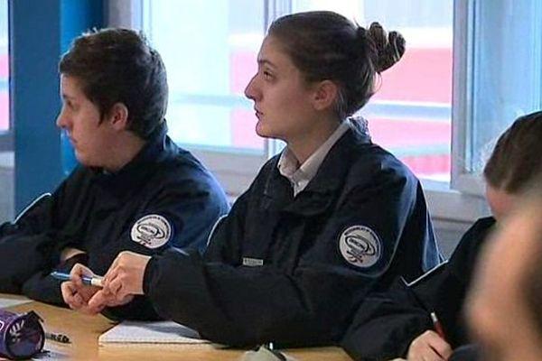 Suite aux attentats de janvier et novembre 2015 à Paris, l'école de police de Sens, dans l'Yonne, va former davantage d'élèves.