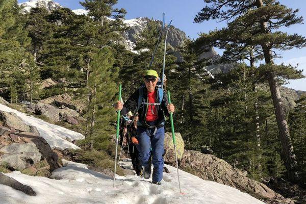 09/04/2018 - Après un périple dans l'arc alpin, le guide de haute-montagne Pierre Griscelli conclu son aventure avec l'ascension du Monte Cinto (Haute-Corse)