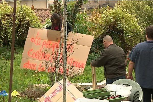 """A Villefranche-de-Rouergue, les """"gilets jaunes"""" préparent le 17 novembre"""