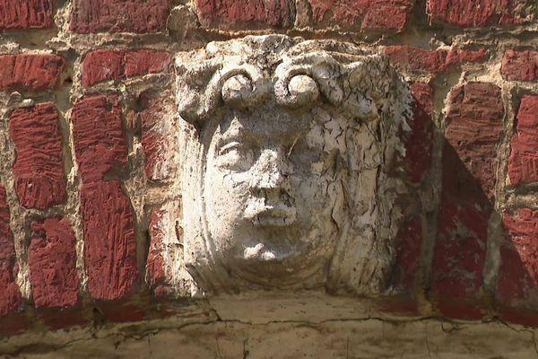 Statues de la maison Moreel à Rubrouck