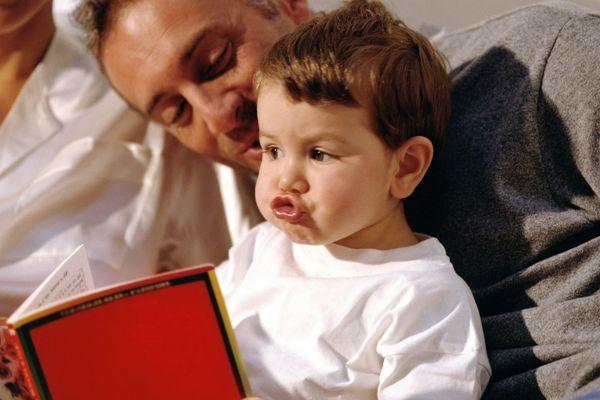 """L'action """"Un bébé, un livre"""", qui se déroulera le 19 novembre dans les maternités bretonnes, vise à informer les parents sur l'importance de parler à leur enfant et d'interagir avec lui dès sa naissance"""