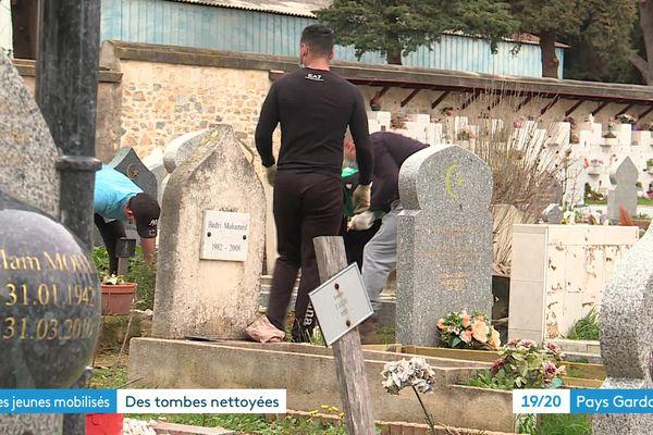 Les jeunes des quartiers de Nîmes nettoient les tombes abîmées