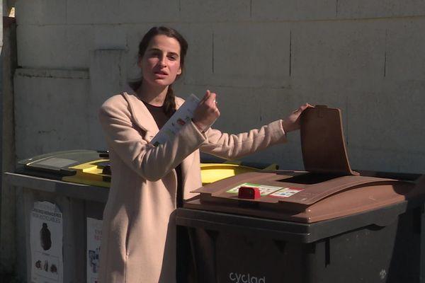 Olivia Chudik est chargée de mission biodéchets pour le syndicat mixte Cyclad. Elle explique que 18 communes du Val de Saintonge ont adopté ces bacs collectifs pour la collecte des biodéchets.