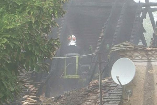 Incendie d'un bâtiment agricole Saint-Médard d'Exideuil