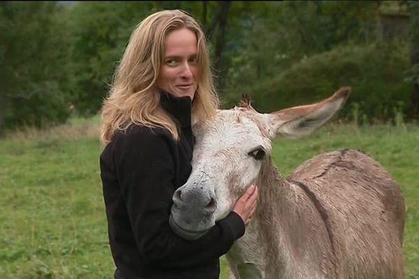 Sandrine Lassiaille avec Safran, seul survivant.