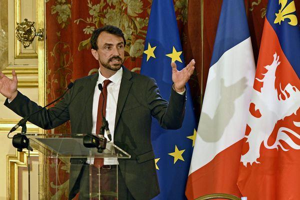 """Le maire (EELV)  de Lyon, Gregory Doucet, estime notamment que """"les agents municipaux sont en première ligne"""", et que """"leur rémunération n'est pas à la hauteur de [leur] engagement""""."""