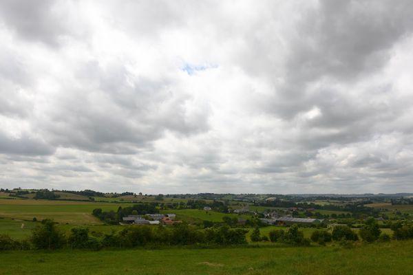 Ciel nuageux ce jeudi matin, et quelques gouttes à l'est de la région