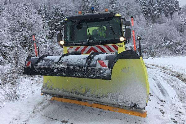 Le plan de viabilité hivernale prévoit la mobilisation de 70 agents en permanence pour déverglacer et déneiger les routes de Creuse