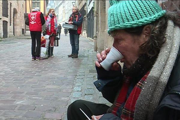 Rouen : maraude de l'Ordre de Malte pour venir en aide aux personnes sans-abri (Archives)
