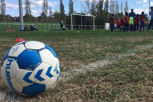 Le club de foot de Castres est encore sous le choc après la mise en examen d'un de ses éducateurs.