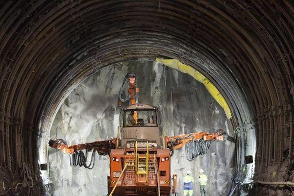 Travaux en cours dans un tunnel de la liaison ferroviaire Lyon-Turin à Saint-Martin-de-la-Porte, MAI 2015.